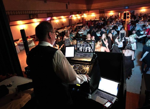 How To Pick A Winning Wedding Dj One S Story Told